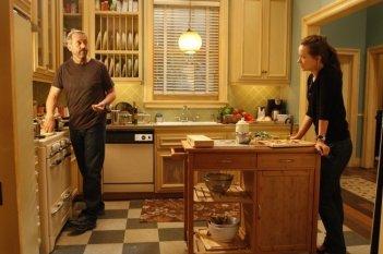 Hugh Laurie e Olivia Wilde in una scena di Epic Fail dalla sesta stagione di Dr. House: Medical Division