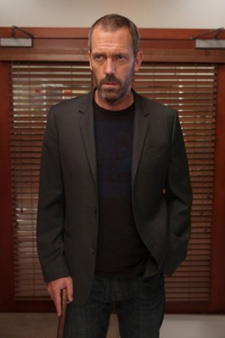 Hugh Laurie in una scena tratta da Epic Fail dalla sesta stagione di Dr. House: Medical Division