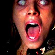 Cinzia Monreale in una inquietante scena del film E tu vivrai nel terrore - L\'aldilà ( 1981 )
