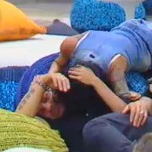 Grande Fratello 10: Veronica Ciardi e Massimo Scattarella durante il gioco della bottiglia