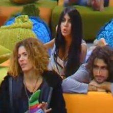 Grande Fratello 10: Veronica, Davide e Diletta durante il gioco della bottiglia