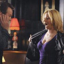 Modern Family: Eric Stonestreet, Elizabeth Banks e Jesse Tyler Ferguson nell'episodio Great Expectations