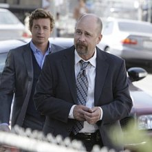 The Mentalist: Simon Baker e Terry Kinney nell'episodio Red Bulls