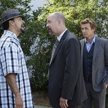 The Mentalist: Simon Baker, Terry Kinney e Reynaldo Gallegos nell'episodio Red Bulls
