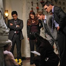 The Mentalist: Tim Kang, Amanda Righetti, Simon Baker ed Owain Yeoman nell'episodio His Red Right Hand