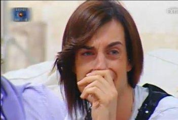 Grande Fratello 10, quarta puntata: Maicol si scioglie in lacrime durante una sorpresa ricevuta da suo padre.