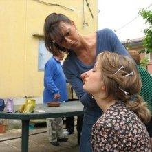 Il mostro di Firenze: ritocco al make-up per Tiziana Di Marco sul set della miniserie