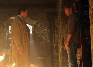 Supernatural: Misha Collins e Mark Pellegrino in una scena dell'episodio Abandon All Hope...