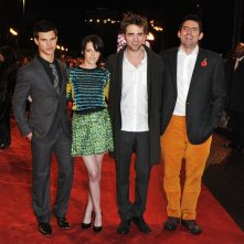 Taylor Lautner, Kristen Stewart, Robert Pattinson e Chris Weitz al Fan Event di New Moon, a Londra, l'11 Novembre 2009