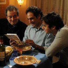 Ahmed Hefiane con Paolo Briguglia ed Ennio Fantastichini in una scena del film La cosa giusta (2009)