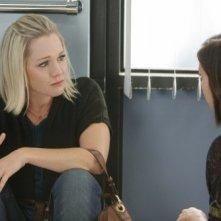 Jennie Garth e Jessica Stroup in un momento dell'episodio To Thine Own Self Be True di 90210