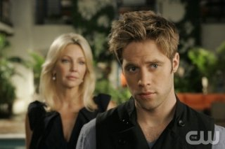 Melrose Place: Heather Locklear e Shaun Sipos in una scena dell'episodio June
