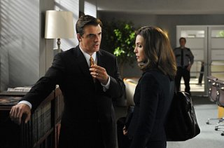The Good Wife: Julianna Margulies e Chris Noth nell'episodio Threesome