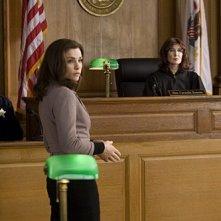 The Good Wife: Julianna Margulies e Joanna Gleason nell'episodio Threesome