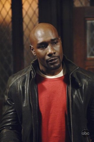 V: Morris Chestnut nell'episodio It's Only The Beginning