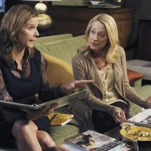 Brothers & Sisters: Patricia Wettig e Rachel Griffiths nell'episodio Pregnant Pause