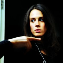 Chiara Martegiani durante una prova sul set di Meno male che ci sei