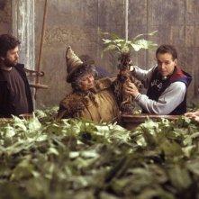 Miriam Margolyes e il regista Chris Columbus sul set del film Harry Potter e la Camera dei Segreti