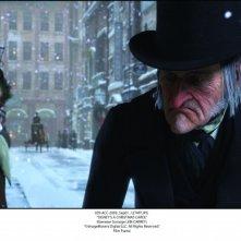 A Christmas Carol: l'anziano Scrooge è doppiato da Jim Carrey.