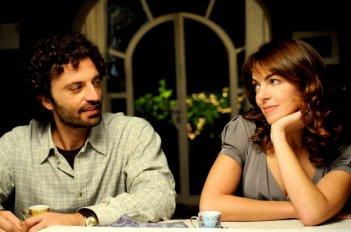 La bella Claudia Gerini in una sequenza del film Meno male che ci sei