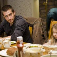Jake Gyllenhaal e Taylor Geare in una scena di Brothers