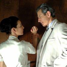 Jeff Goldblum con Ayelet Zurer in una scena di Adam Resurrected
