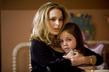 Natalie Portman e Bailee Madison in una sequenza di Brothers