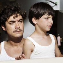 Riccardo Scamarcio e Guido Giaquinto nel film L'uomo nero