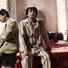 Riccardo Scamarcio e Sergio Rubini in una scena de L'uomo nero