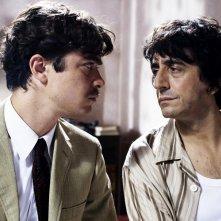 Riccardo Scamarcio e Sergio Rubini nel film L'uomo nero