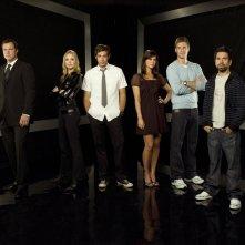 Un wallpaper di gruppo del cast principale della stagione 2 della serie tv Chuck