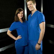 Una foto promozionale di Sarah Lancaster e Ryan McPartlin per la season 2 di Chuck