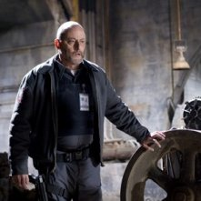Jean Reno in una scena del film Armored