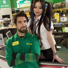 Julia Ling e Joshua Gomez in una foto promozionale per la seconda stagione di Chuck