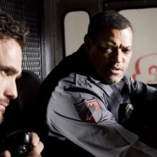 Matt Dillon e Laurence Fishburne nel film Armored