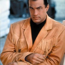 Steven Seagal è la star di Fire Down Below - L'inferno sepolto (1997)