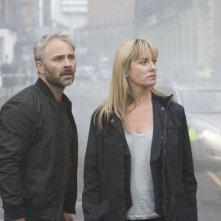 Paradox: Mark Bonnar e Tamzin Outhwaite in una scena della serie
