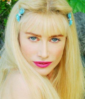 Giorgia Wurth nei panni di Cicciolina nel film Moana.