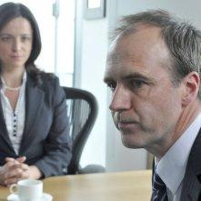 Paradox: Kate Miles e Kevin Doyle in una scena della serie