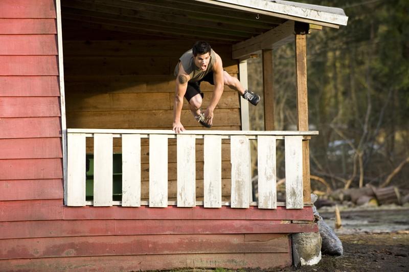 Jacob Taylor Lautner Corre In Aiuto Di Bella Nel Film Twilight New Moon 140129