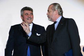 Fil.mare 2009: Aurelio De Laurentiis con il 'munaciello' regalatogli dall'orafo Roberto De Laurentiis