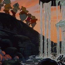 I nanetti tornano a casa in una scena del film Biancaneve e i sette nani ( 1937 )