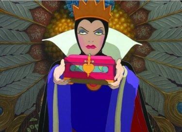 La terribile regina del film Biancaneve e i sette nani ( 1937 )