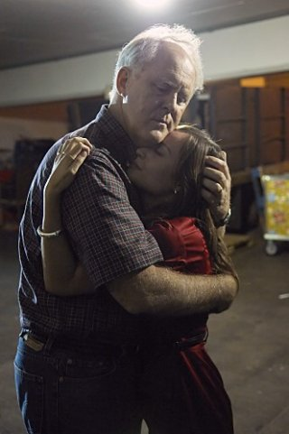 Dexter: John Lithgow e Courtney Ford nell'episodio Lost Boys