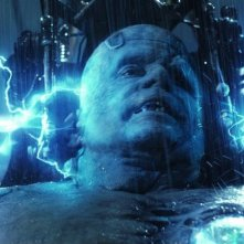 La creazione di Frankenstein (Shuler Hensley) in una sequenza del film Van Helsing