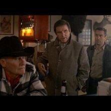 Charles Grodin (al centro) nei panni di Jonathan Mardukas e Robert De Niro nel film prima di mezzanotte