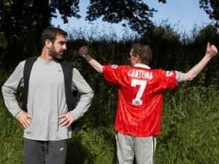 Il campione Eric Cantona e il suo fan Steve Evets nel film Il mio amico Eric