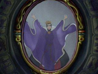 La regina in una celebre scena del film d\'animazione Biancaneve e i sette nani ( 1937 )