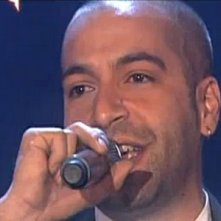 Una foto di Giuliano Rassu durante una performance a X-Factor 3