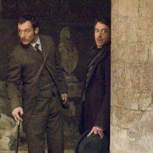 Jude Law e Robert Downey Jr. protagonisti del film Sherlock Holmes